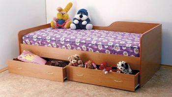 Кровать с боковой спинкой (Світлиця)